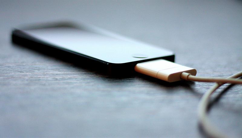 5 Tips Men-Charger Baterai Smartphone Agar Tahan Lama