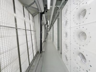 Foto - foto Ruangan Data Center Facebook - Mengontrol Suhu dan Kelembaban