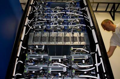 Foto - foto Ruangan Data Center Facebook